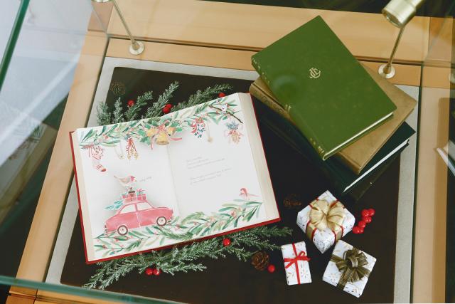 Pop up bookなクリスマスディスプレイ
