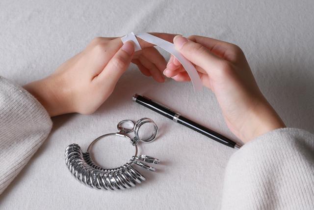 私にぴったりなリングが欲しい!3分でわかるサイズの測り方&手のタイプ別選び方
