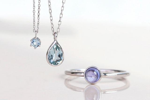 """ブルーの宝石で涼し気に、夏を彩る""""青""""のサマージュエリー"""